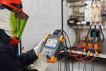 Фотография анализаторов качества электроэнергии Fluke